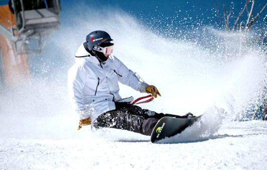 【冰雪日志】四月份还能滑雪吗?他们告诉你 没问题!