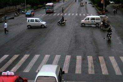 邢台市交警支队集中整治交通违法行为
