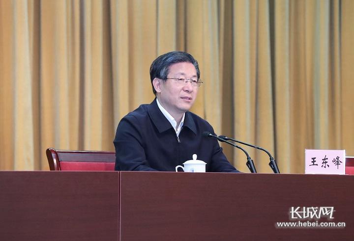 王东峰在365体育师范大学随堂听课并带头作思想政治理论课报告
