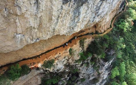 贵州一村落凿出4000米绝壁天渠!