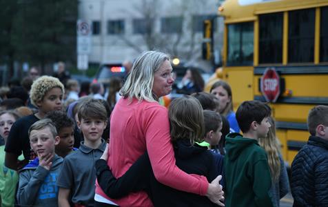 美国科罗拉多寄宿学校发生枪击案 至少七人受伤