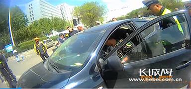 男子驾驶未年检车辆上路 核查发现88条违法记录