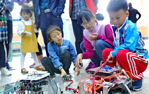 """河北秦皇岛:走进实验室 """"零距离""""感受科技成果"""