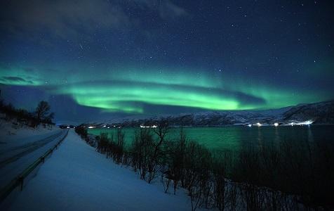 摄影师拍挪威北极光 绿光浮动宛若幻境
