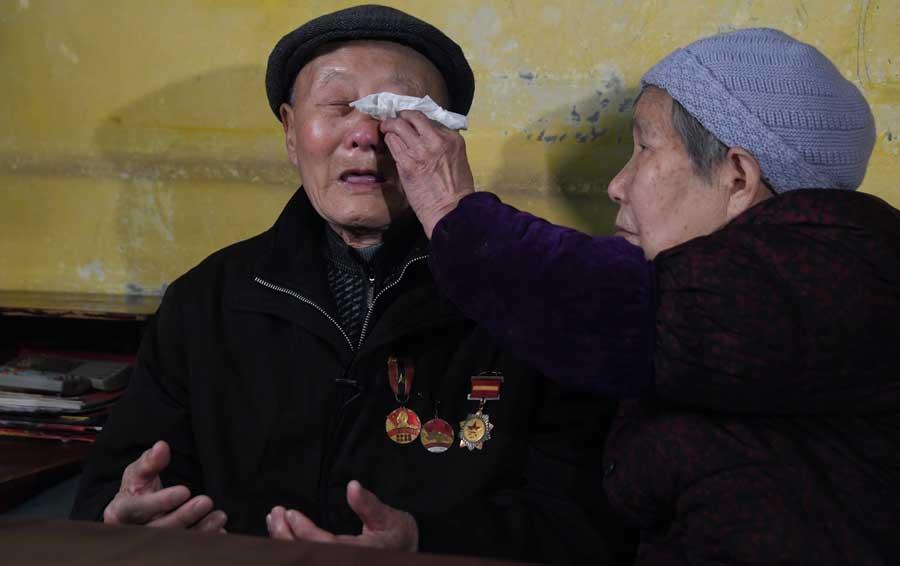 张富清回忆战友们牺牲时情景,不禁泪流满面