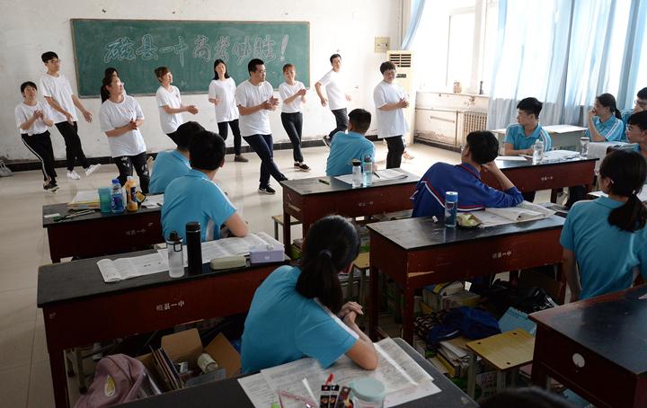 河北邯郸:高三学生快乐减压 轻松迎考