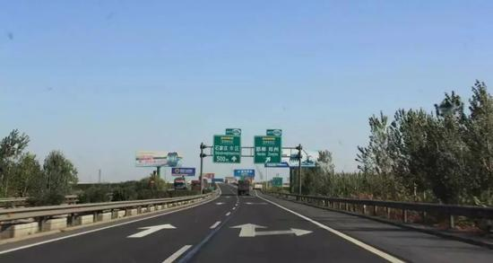 新元高速改扩建段8月份竣工通车