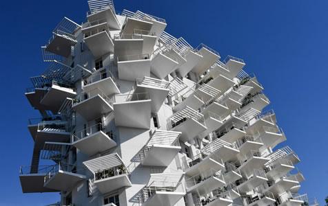 法国:日法建筑师联合设计不规则住宅 外观清奇独特