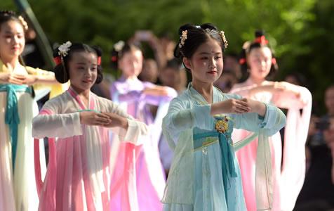 西安舉辦中華少兒漢服藝術節 領略錦繡中華