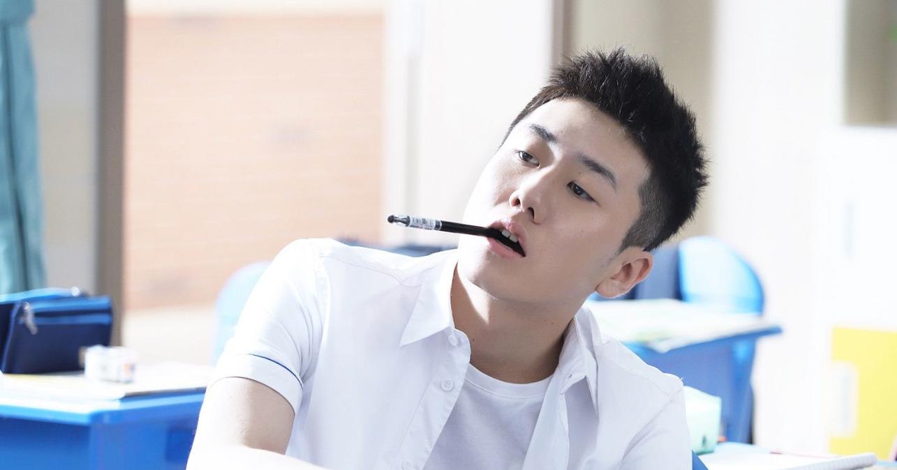 姜冠南《少年派》热播 坐在你后桌的男生暖心上线