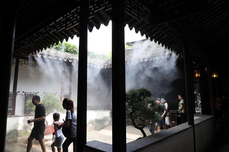 江苏苏州:留园喷雾送清凉