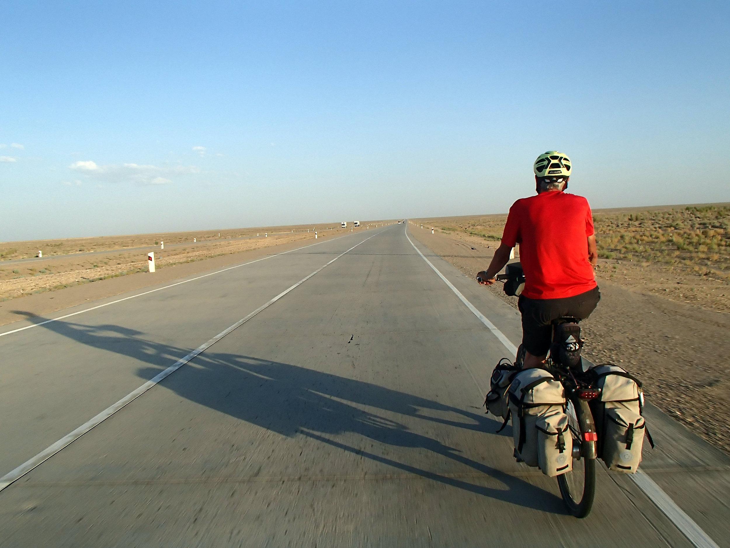 英国6旬夫妇骑行穿越16个国家 骑行1.9万公里抵达长城,辣女无敌