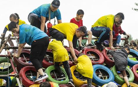河北张家口举行第五届炫跑活动 吸引不同年龄跑友参加