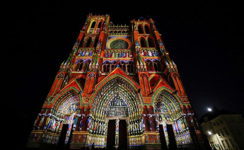 法國亞眠大教堂舉辦燈光秀