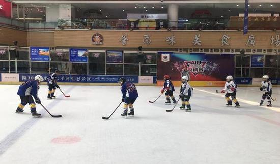 百余名冰球少年角逐2019河北省冰球联赛邀请赛
