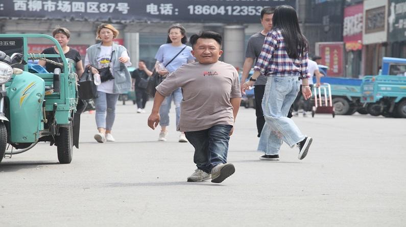 """辽宁鞍山:""""小巨人""""自创服装品牌 靠创业改变命运"""