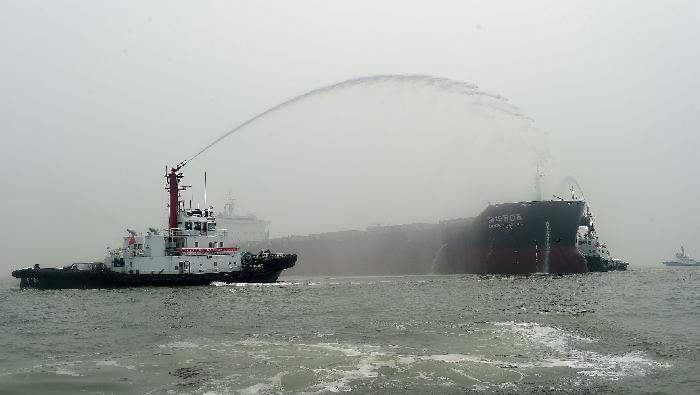 河北沧州:黄骅港上演海上应急综合演习