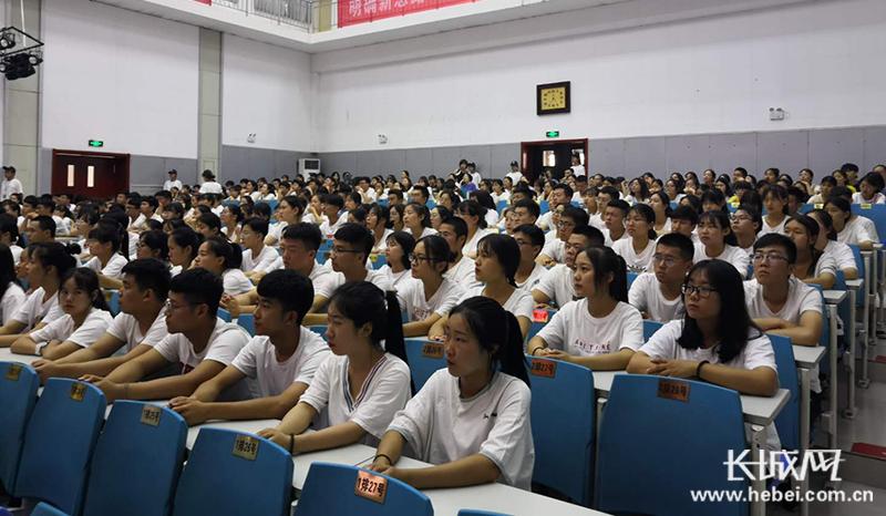 """沧州市药品不良反应监测中心开展""""6.26国际禁毒日""""宣传活动"""