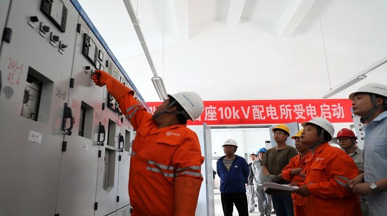 河北张家口:京张高铁首座10千伏配电所受电启动成功