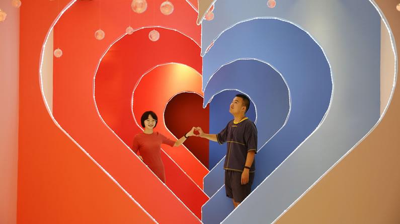 西安:90后男孩开恋爱博物馆 留住爱侣甜蜜瞬间