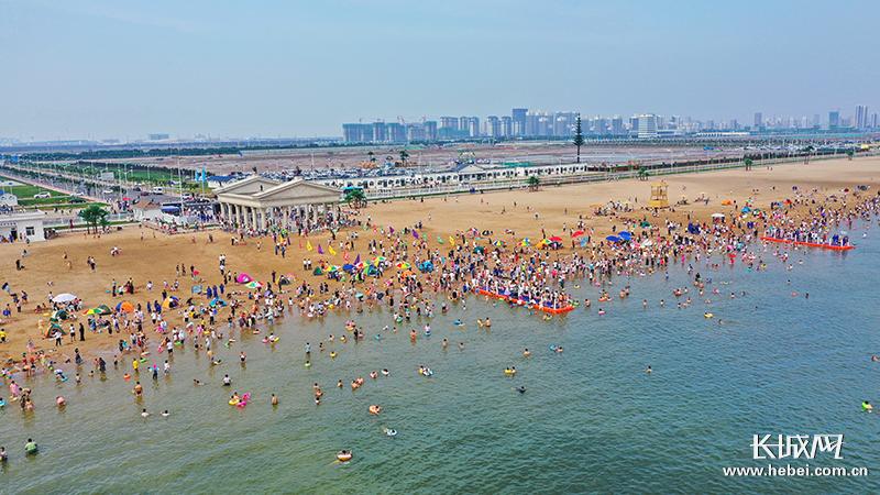 沧州渤海新区沧海文化风景区开启下海游泳模式