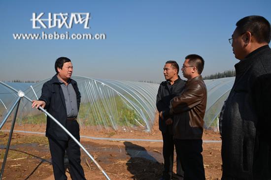 广平县郑贵章:扎根于民 扶贫助困