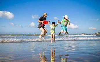 避暑旺季来临 亲子游预订量激增
