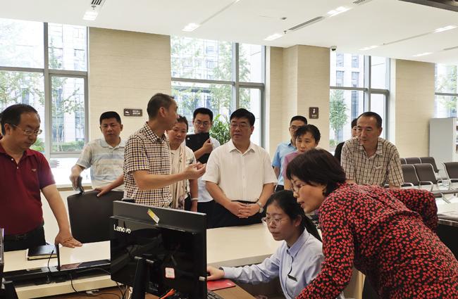 庞彦须到省政务服务大厅市场开办区调研市场监管局业务进驻工作