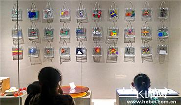 河北秦皇岛:玻璃艺术展尽显光影之美