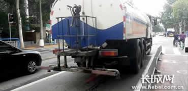 石家庄:政府的洒水车就不用上牌照吗?