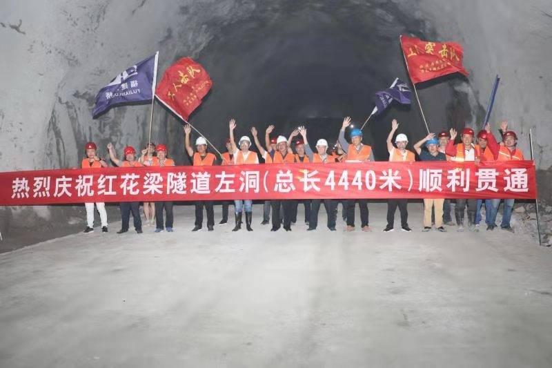 崇礼区万龙至转枝莲公路红花梁隧道左洞全线贯通