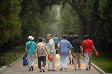 《经济日报》整版关注人口老龄化:怎么看怎么办?