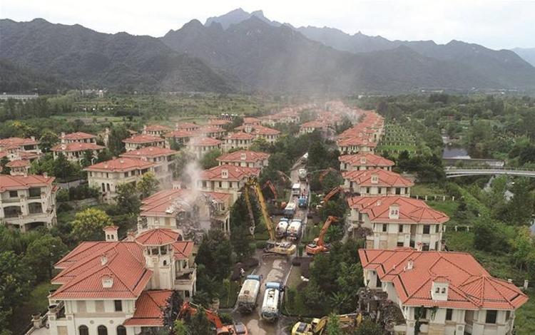 陕西秦岭南麓别墅群62栋全部被认定为违建 已开始拆除