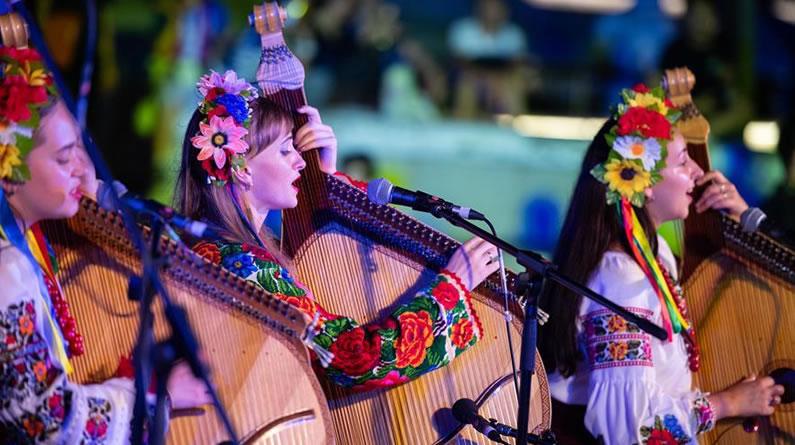 澳门举行国际青年音乐节户外演出
