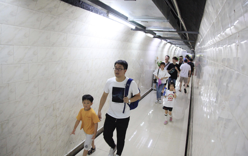南京市民防空洞纳凉消暑