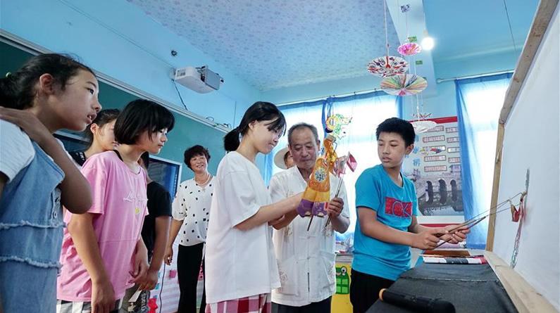河北滦州:体验皮影度暑假