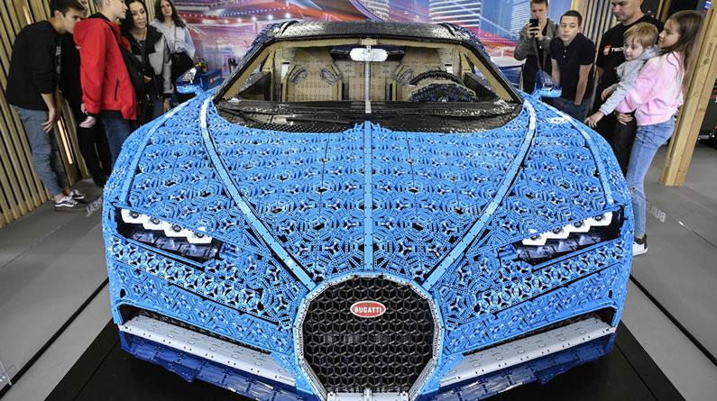 俄罗斯乐高专家拼出全尺寸布加迪汽车模型 时速可达每小时二十公里