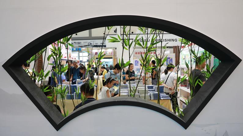 第29届书博会西安进行时 民众踊跃体验文化盛宴