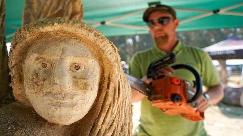 德国举办国际木雕节 各国艺术家现场献艺
