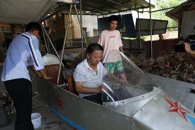 农民耗时16年造飞机 刚试飞成功被举报