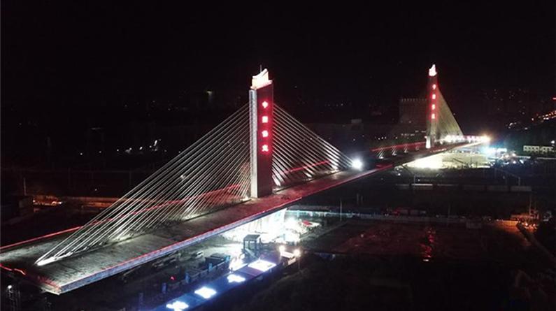 """重达8万余吨转体斜拉桥上演""""空中芭蕾"""""""
