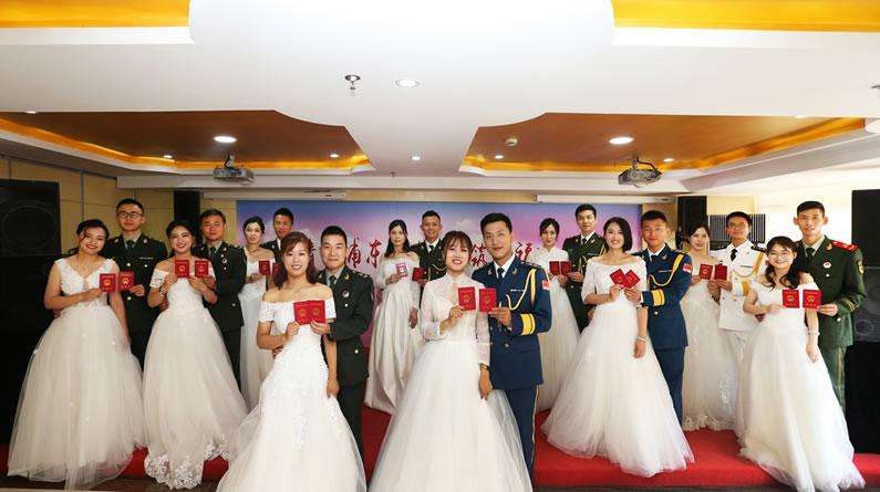 上海:八一建军节 婚姻登记中心为9对军人新人集体颁证