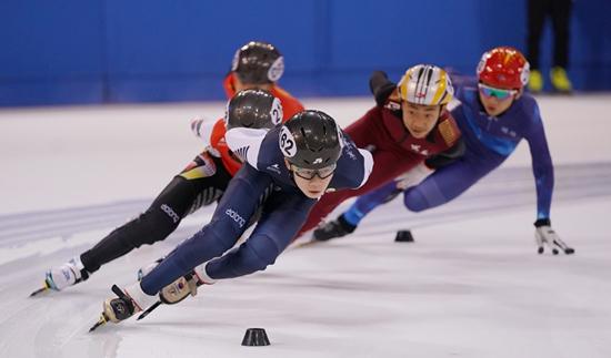 第二届全国青年运动会短道速滑决赛在河北奥体中心开赛