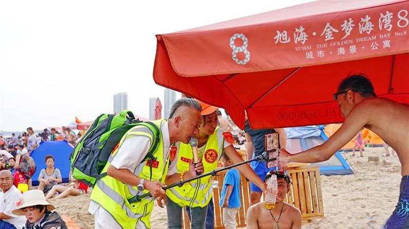 秦皇岛:控制吸烟志愿者在行动