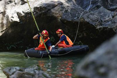 鹤峰县躲避峡突发山洪造成12人死亡仍有1人失联