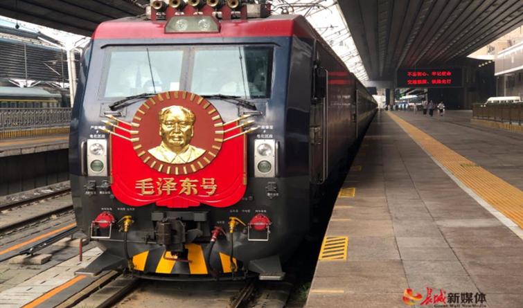 """高清组图 """"毛泽东号""""机车实现安全走行1100万公里"""