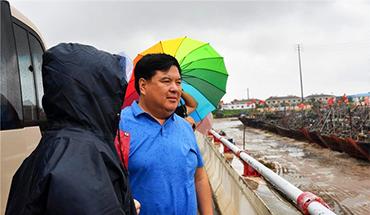 张瑞书检查风暴潮防范工作