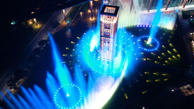 南京:音乐喷泉流光溢彩打造童话世界