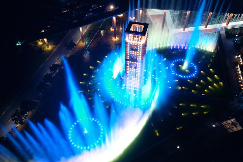 音乐喷泉流光溢彩