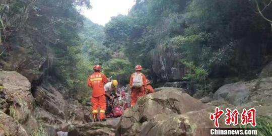 刘荷娜老公重庆7名驴友在南川区未开放的峡谷里探险被困